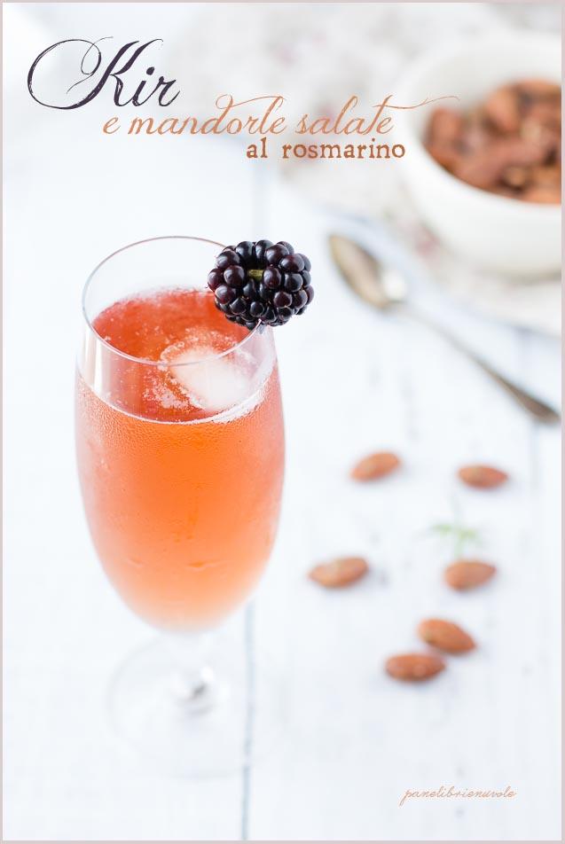 kir-cocktail-e-mandorle-salate-al-rosmarino